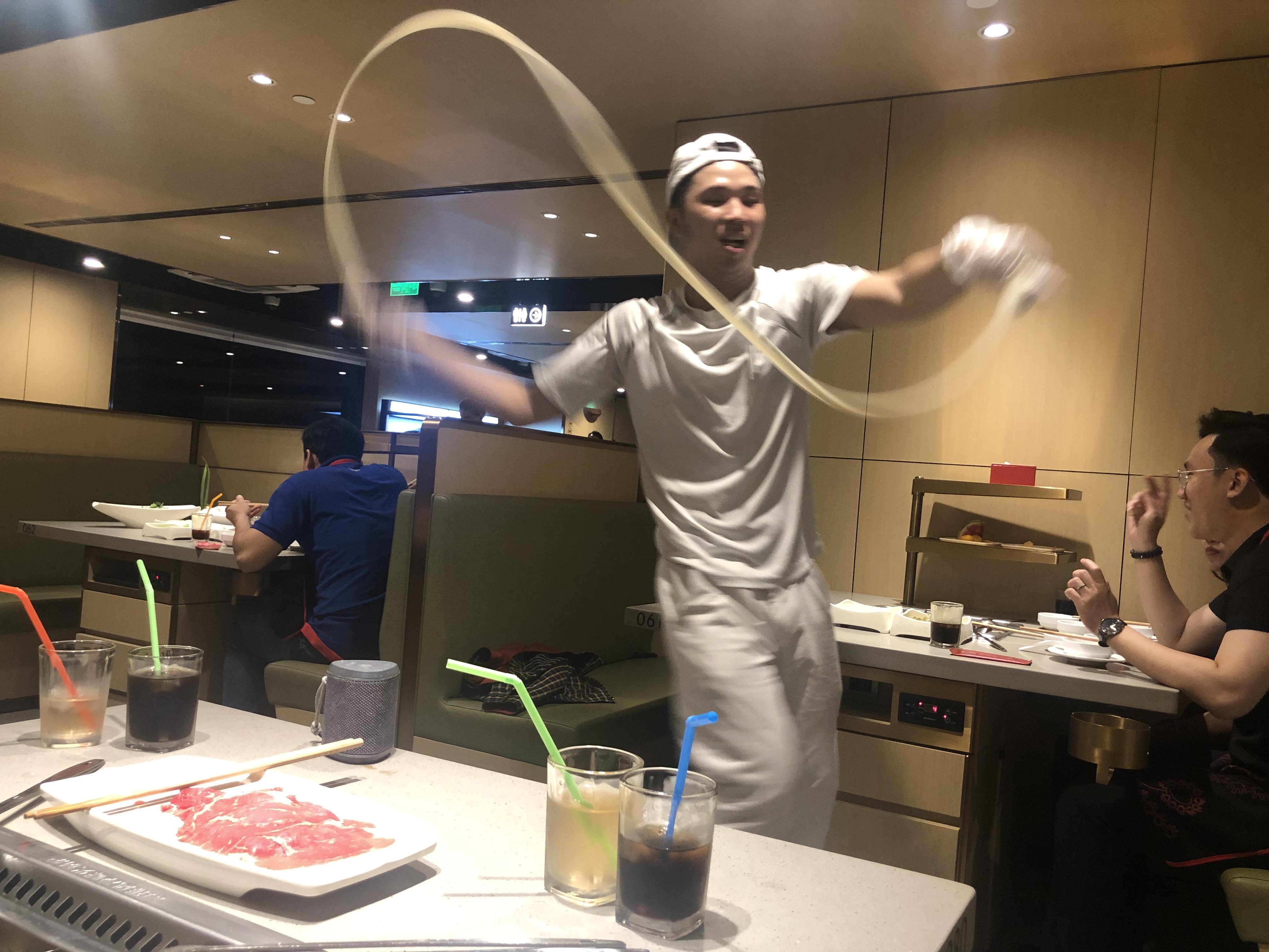 繁盛の仕掛け満載。日本でも大人気の中国四川発祥の火鍋チェーンに潜入